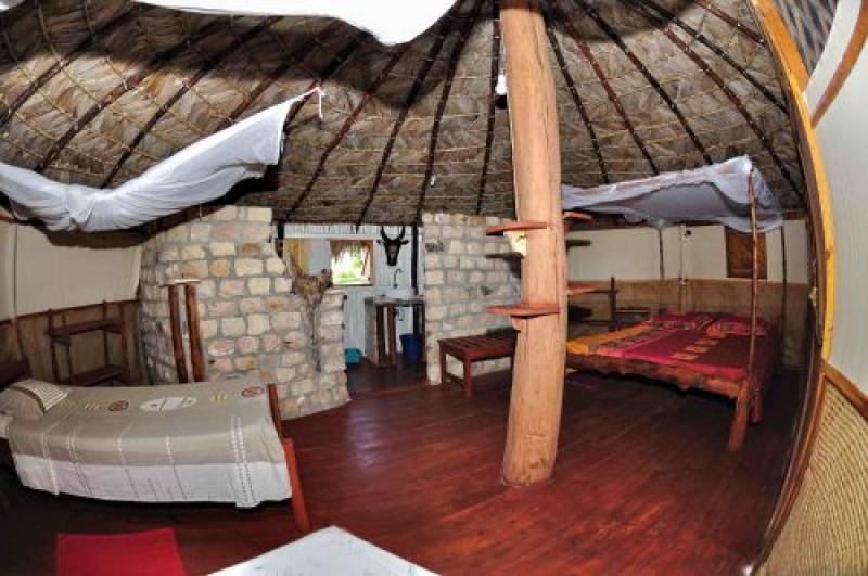Sakalava lodge madagascar bungalow 2012 vue intérieur